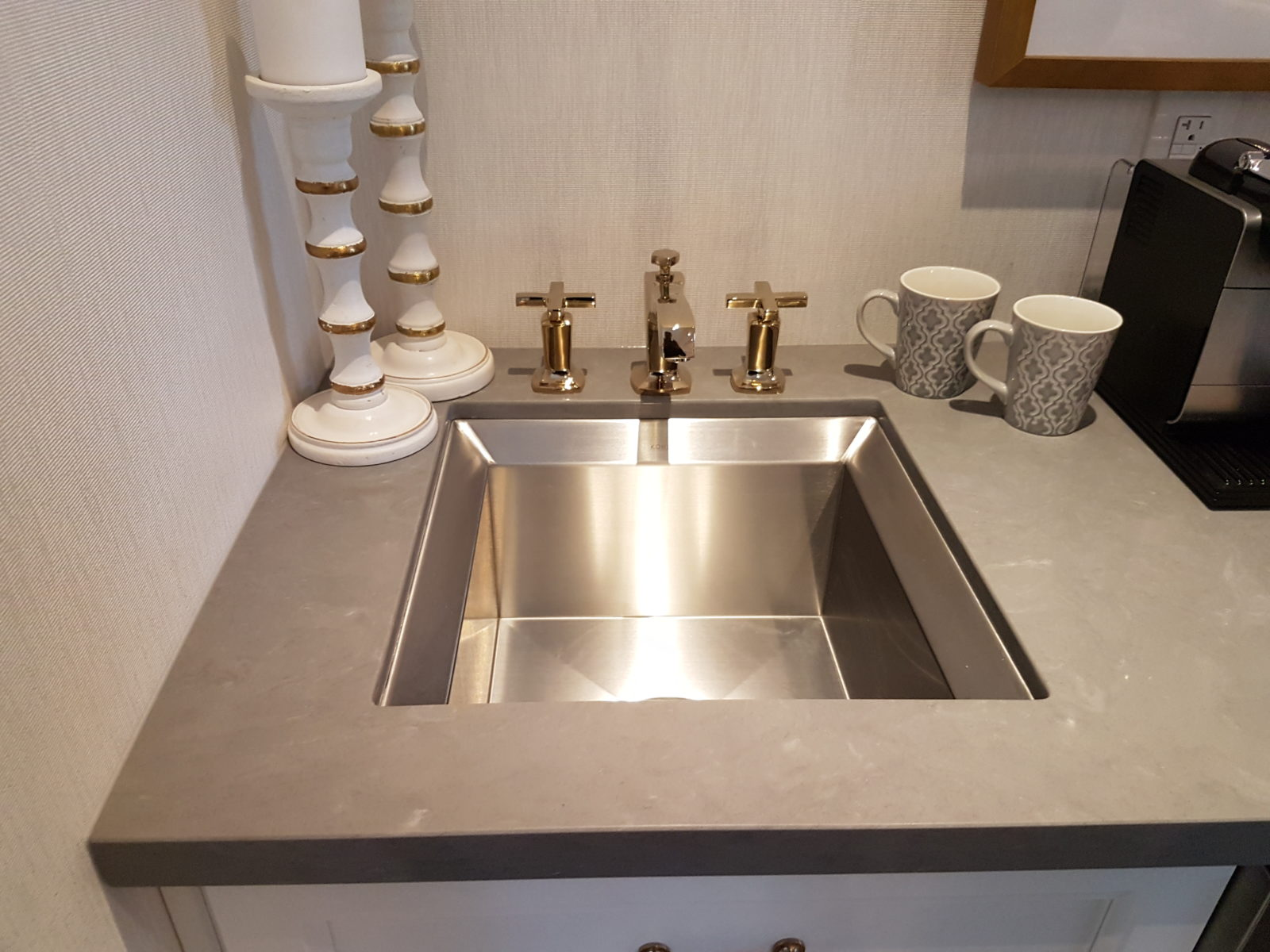 A Sink In The Bedroom? Why Not! Coffeebar