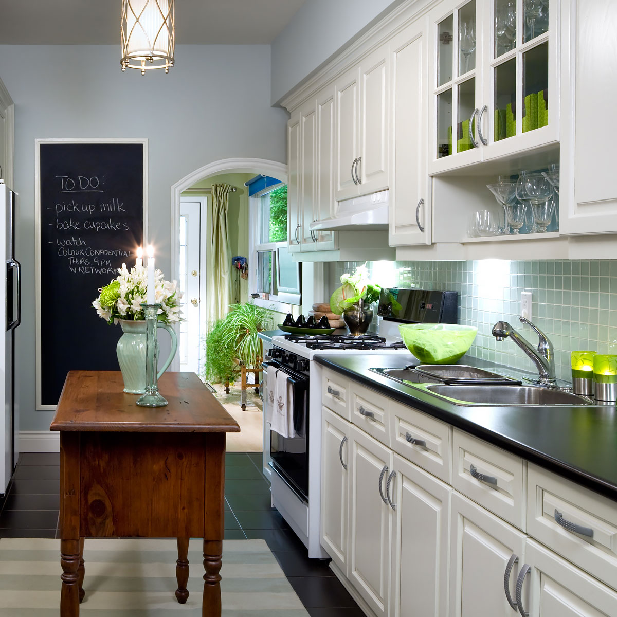 Great Ideas To Update Oak Kitchen Cabinets: How To Update Old Wood Kitchen Cabinets