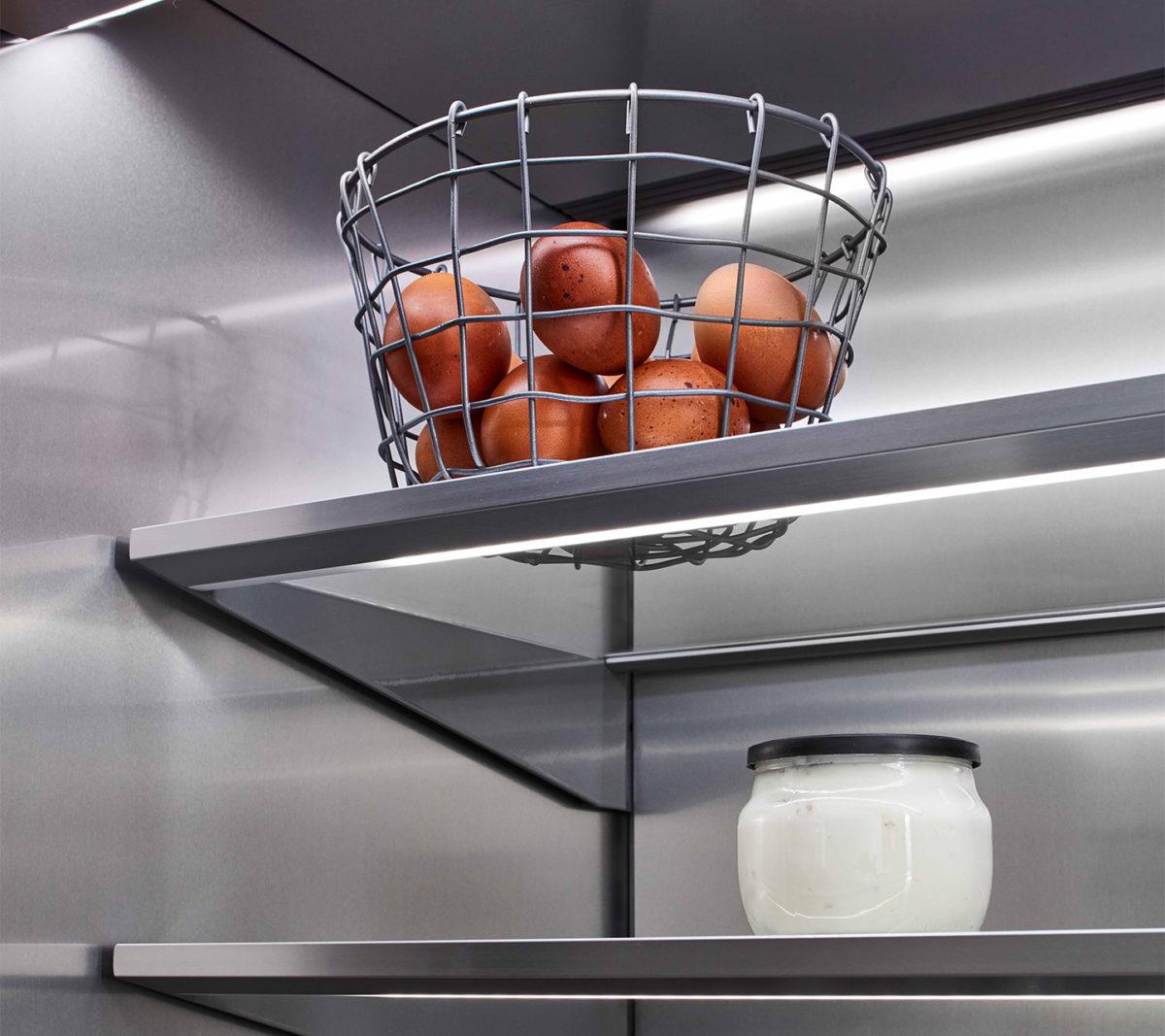 Refrigerator designed to improve food preservation
